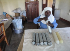 Candle manufacture in Sayuni, Tanzania<div class='url' style='display:none;'>/en/</div><div class='dom' style='display:none;'>kirchgemeinde.ch/</div><div class='aid' style='display:none;'>408</div><div class='bid' style='display:none;'>11584</div><div class='usr' style='display:none;'>235</div>