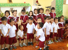 In the kindergarten of Union Ubay, Philippines<div class='url' style='display:none;'>/en/</div><div class='dom' style='display:none;'>kirchgemeinde.ch/</div><div class='aid' style='display:none;'>404</div><div class='bid' style='display:none;'>12236</div><div class='usr' style='display:none;'>235</div>