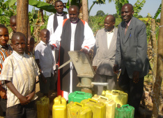 Inauguration of a new captured source in Kanoni, Uganda<div class='url' style='display:none;'>/en/</div><div class='dom' style='display:none;'>kirchgemeinde.ch/</div><div class='aid' style='display:none;'>410</div><div class='bid' style='display:none;'>12273</div><div class='usr' style='display:none;'>235</div>