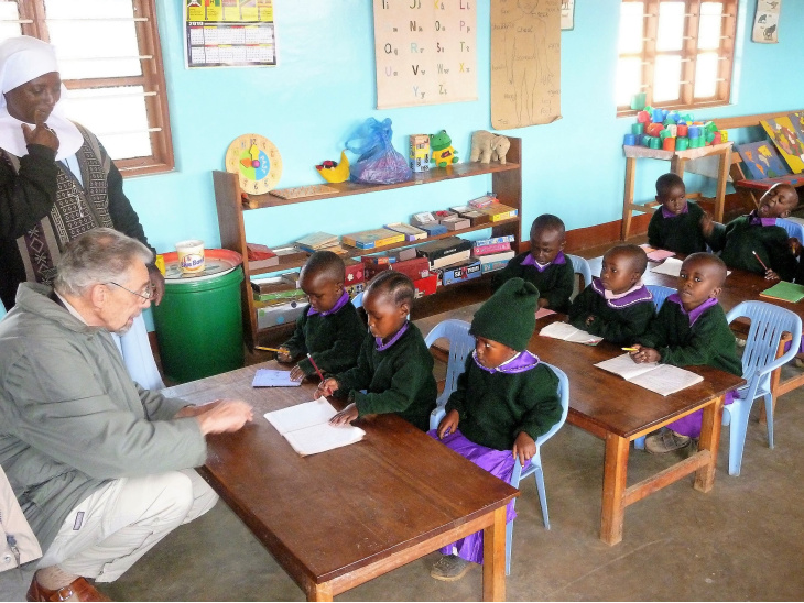 Tanzania —  In Massai Partner sein supports the construction of a new kindergarten. The project is competently overseen by Dirk Jüttner who is well versed in the local conditions.<div class='url' style='display:none;'>/en/</div><div class='dom' style='display:none;'>kirchgemeinde.ch/</div><div class='aid' style='display:none;'>408</div><div class='bid' style='display:none;'>13794</div><div class='usr' style='display:none;'>235</div>